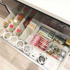 Kitchen Organization Pantry, Kitchen Pantry, Kitchen Cabinets, Kitchen Interior, Kitchen Design, Japanese Kitchen, Organisation Hacks, Home Management, Room Planning