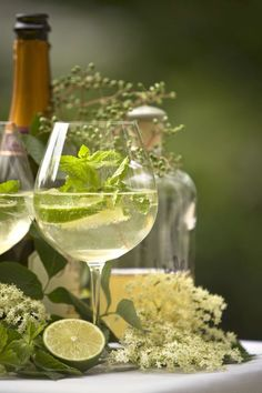 accras: Lime mint sparkler INGREDIENTS 1 oz fresh lime juice 3-4 fresh mint leaves sparkling water large handful o...