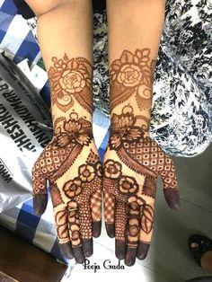 Looking for Stunning bridal mehendi with lotus motif designs? Browse of latest bridal photos, lehenga & jewelry designs, decor ideas, etc. Khafif Mehndi Design, Mehndi Designs Feet, Back Hand Mehndi Designs, Latest Bridal Mehndi Designs, Full Hand Mehndi Designs, Mehndi Designs For Beginners, Mehndi Designs For Girls, Mehndi Design Photos, New Bridal Mehndi Designs