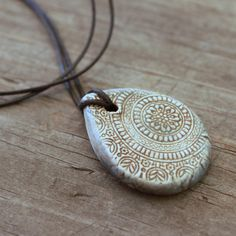 Hoi! Ik heb een geweldige listing op Etsy gevonden: https://www.etsy.com/nl/listing/278425406/teardrop-ancient-stone-grey-mandala
