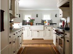 Joint Adventure - New England Home Magazine Cocinas Chocolate, Kitchen Dining, Kitchen Cabinets, Narrow Living Room, Antique Restoration, Kitchen Layout, Kitchen Ideas, Kitchen Designs, New England Homes