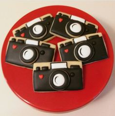 "Stephanie Darden on Instagram: ""Camera cookies ❤️ #tinytreatsbystephanie #cookies #decoratedcookies #cameracookies #conroetexas #springtx #thewoodlands #thewoodlandstx #thewoodlandstexas #conroe"" Sugar Cookie Icing, Fondant Cookies, Galletas Cookies, Cookie Frosting, Royal Icing Cookies, Cupcake Cookies, Sugar Cookies, Cupcakes, Fancy Cookies"