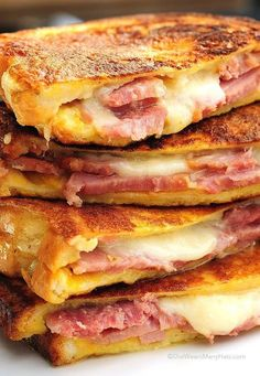 Monte Cristo sandwich is the American response to the French Croque Monsieur. Think Food, I Love Food, Good Food, Yummy Food, Delicious Recipes, Healthy Food, Simple Recipes, Healthy Meals, Yummy Yummy