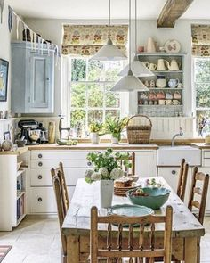 Rustic kitchen presents a certain warmth and charm, giving a cozy look right in the heart of your home. There are a lot of rustic kitchen inspirations that can help you create the kitchen of your dreams. Kitchen Nook, Kitchen Decor, Kitchen Design, Kitchen Tips, Kitchen Cabinets, Cottage Kitchens, Home Kitchens, Rustic Kitchens, Kitchen Rustic