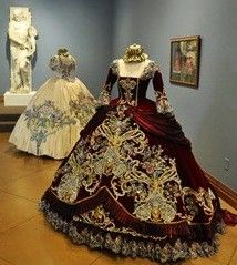 Elegant! Incredible amount of work. Robes Vintage, Vintage Dresses, Vintage Outfits, Vintage Ball Gowns, Pretty Dresses, Old Dresses, Historical Costume, Historical Clothing, Historical Dress