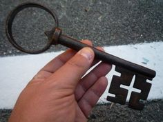 Under Lock And Key, Key Lock, Old Door Knobs, Old Keys, Knobs And Knockers, Antique Keys, Luigi Xvi, Locks, Skeleton Keys