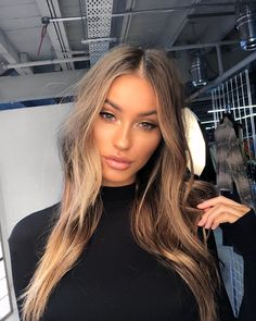 Long Wavy Ash-Brown Balayage - 20 Light Brown Hair Color Ideas for Your New Look - The Trending Hairstyle Brown Hair Shades, Light Brown Hair, Brown Hair Colors, Brown Eyes Blonde Hair, Honey Brown Hair, Natural Brown Hair, Tumbrl Girls, Hazel Eye Makeup, Hazel Eyes Hair Color
