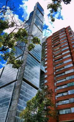 Edificio Bd Bacata, Bogotá Colombia South America, Colombia Travel, Worldwide Travel, Social Networks, Cosmos, Snapchat, Skyscraper, Cities, Places To Go