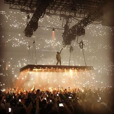 Last night in Dallas, Kanye told everyone to flash their phone lights
