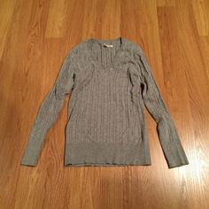 Old Navy sweater Old Navy sweater.  Gently used and in great condition.  Still soft and feels new Old Navy Sweaters V-Necks