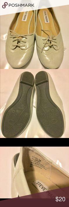 Steve Madden Gray Ballet Flats New Steve Madden Gray Ballet Flats New with lace up tie up design. Super cute and versatile! Steve Madden Shoes Flats & Loafers