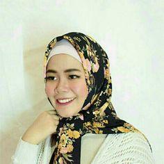 Temukan dan dapatkan Hijab Square Motif hanya Rp 65.000 di Shopee sekarang juga! http://shopee.co.id/dkiranaoktavianty/240113525 #ShopeeID