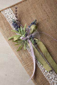 Χειροποίητο ευχολόγιο γάμου με λινάτσα και λεβάντα Gift Wrapping, Wrapping Ideas, Wedding Details, Wedding Ideas, Journal Covers, Christening, Lavender, Wraps, Reusable Tote Bags