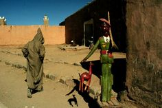 Bruno Barbey - Morocco. 1987.  Agdz village. A naive sculpture.