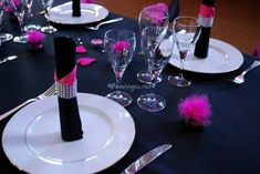 Id e d co de table gris blanc fushia photos d co et tables for Deco de table noir et rose