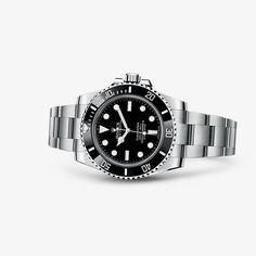 The Oyster Perpetual Submariner, the archetype of the diver's watch, epitomizes the pioneering link between Rolex and the underwater world.