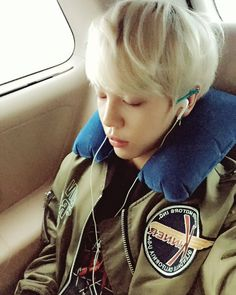 HUI twitter update ------- 부산에 갈는 중....도착하면 깨워줘요! 去釜山的路上....到了叫醒我! #휘 #hui #梁辉 #부산