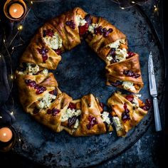 christmas recipes savoury A show-stopping vegetarian centrepiece for Christmas day - a crisp, golden croissant shell packed with roasted veg and herby soft cheese Christmas Party Food, Vegan Christmas, Christmas Cooking, Christmas Things, Christmas Gifts, Xmas, Vegetarian Christmas Recipes, Vegetarian Recipes, Cooking Recipes