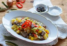 Herzhafter Rindfleischsalat » Kochrezepte von Kochen & Küche Beef Recipes, Cooking Recipes, Beef Salad, Fruit Salad, Oatmeal, Breakfast, Food, Pink, Kitchen Cook