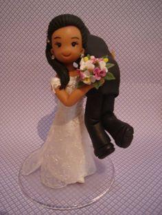 topo de bolo personalizado Noiva carregando o noivo