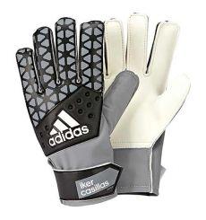 Iker Casillas con nuevos guantes y botas Adidas MENTE