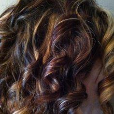 Pic Thorat curly brunette