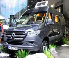 At this year's Düsseldorf Caravan Salon the Mercedes Sprinter got out of the gates a little early, finding use as a Hymer off-road camper van concept. Hymer gave us a feel for what the new generation of off-road adventure Sprinter will look like. Mercedes Bus, Mercedes Sprinter Camper, Sprinter Van, Camping In Maine, Suv Camping, Winter Camping, 4x4 Camper Van, Off Road Camper, Adventure Campers