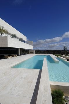 modern architecture - a-cero - 19 housing - somosaguas - madrid - spain - exterior view - swimming pool Amazing Swimming Pools, Lap Swimming, Moderne Pools, Swiming Pool, Dream Pools, Garden Pool, Party Garden, Pool Houses, Pool Designs