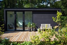 Garden shed Summer house Backyard Office, Garden Office, Backyard Pool Designs, Backyard Sheds, Garden In The Woods, House In The Woods, Mobile Home Exteriors, Black House Exterior, Cedar Homes
