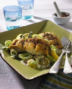 Unser beliebtes Rezept für Fisch in Pfefferkruste zu Kartoffel-Porree-Gemüse und mehr als 55.000 weitere kostenlose Rezepte auf LECKER.de.