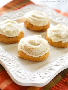 Melt in your mouth pumpkin cookies. These cookies are incredibly soft and well,…melt-in-your-mouth! They have a mild pumpkin flavor and are topped with a decadent cream cheese frosting. Fall Desserts, Cookie Desserts, Just Desserts, Cookie Recipes, Delicious Desserts, Dessert Recipes, Yummy Food, Tasty, Pretzel Recipes