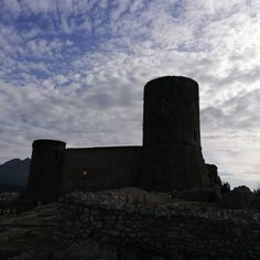 Castello di Lettere  #giornatadeicastelli #castello #castle #giornatarotarianadelpatrimonioculturale #panoramas #igerslettere #cittadilettere #castellodilettere @rotaryeclubduegolfi @castellodilettere Mount Rushmore, Mountains, Nature, Travel, Instagram, Naturaleza, Viajes, Destinations, Traveling