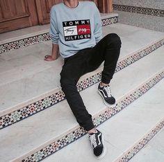 Tommy Hilfiger x Vans Old Skool - Mens Shirts Streetwear Mode, Streetwear Fashion, Sneakers Mode, Sneakers Fashion, Moda Indie, Urban Fashion, Mens Fashion, Boy Fashion, Tommy Hilfiger
