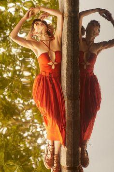 Ulla Johnson Resort 2022 collection, runway looks, beauty, models, and reviews. New York Fashion, Fashion News, Fashion Beauty, Fashion Show, High Fashion, Emma Summerton, Ulla Johnson, Black Ruffle, Dresses For Sale