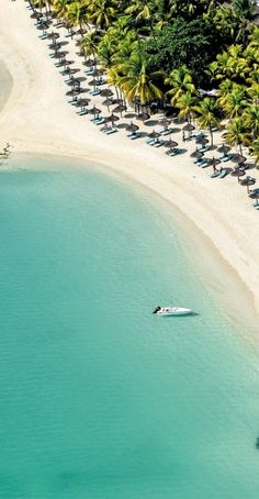 Beachcomber Royal Palm Hotel, Grand Baie, Mauritius is undeniably the finest hotel in Mauritius. http://expensiveplaces.com/royal-palm/