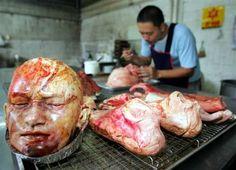 Pan en forma de cuerpos desmembrados