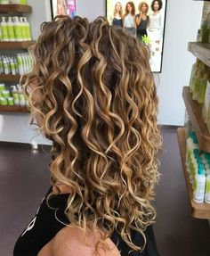 What a great day at mydevacurl Head Colorist rachael_devacurl worked her magic on my single processed dull mousy dark blonde hair Curly Hair Styles, Curly Hair Cuts, Short Curly Hair, Perms For Long Hair, Medium Curly, Crimped Hair, Blonde Curly Hair, Colored Curly Hair, Kinky Hair