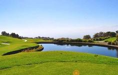 El Cielo Country Club es el único campo de #Golf de Montaña en #Guadalajara. Está rodeado de una extensa flora y fauna. Se encuentra ubicado a 520 mts sobre el nivel de la ciudad y a 2000 mts sobre el nivel del mar. Diseñado por la reconocida firma de arquitectos Víctor-Langham y construído por la prestigiada compañía Kenova de West-Palm Beach.
