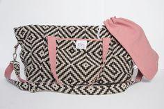 Le sac à langer cabas ethnique et rose ancien BEBEL, transformable de 24H en 48H, intérieur imperméable avec de nombreux compartiments pour couches, lingettes, biberons...