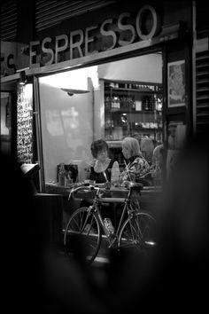Cafe in Melbourne, Australia.  © Paul Salmon.