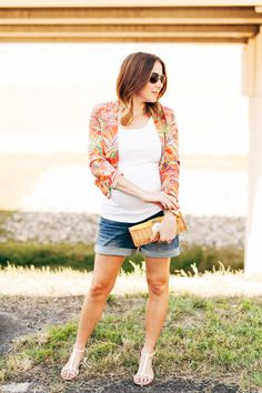One of summer's biggest trends: the summer blazer. // an easy accessory for pregnant fashion