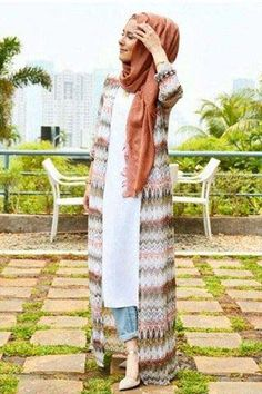 Hijab Styling Tips to Dress Fabulously in the Hot Weather Arab Fashion, Muslim Fashion, Modest Fashion, Girl Fashion, Fashion Outfits, Fashion Tips, Modest Dresses, Modest Outfits, Modest Shorts