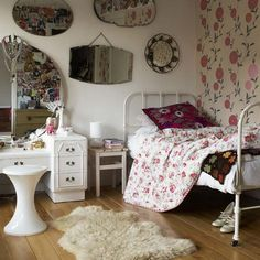love the vintage mirrors and dressing table