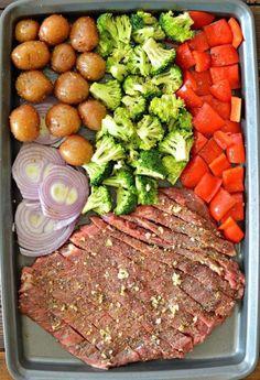 Sheet Pan Flank Steak with Garlic Roasted Potatoes - My Lati.- Sheet Pan Flank Steak with Garlic Roasted Potatoes – My Latina Table Sheet Pan Flank Steak and Roasted Garlic Potatoes - Garlic Roasted Potatoes, Steak Potatoes, Roasted Vegetables, Roasted Meat, Dinner With Vegetables, Roasted Broccoli And Carrots, Potatoes Crockpot, Meat And Potatoes Recipes, Beef Recipes