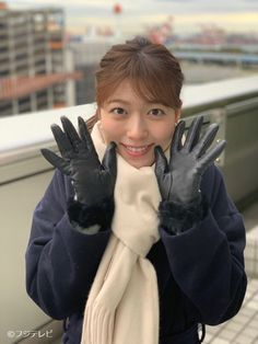 Black Leather Gloves, Black Faux Leather, Tokyo, Oita, Gloves Fashion, Beautiful Japanese Girl, Latex Gloves, Snow Suit, Kawaii