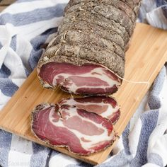 La charcuterie a enfin l'hommage qu'elle mérite Sausage Recipes, Meat Recipes, Cooking Recipes, Charcuterie, Tapas, Fish And Meat, Quiche Lorraine, Dehydrated Food, Smoking Meat