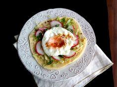 Reggeli lepény zöldségekkel, sült tojással - Breakfast pita with veggies and egg