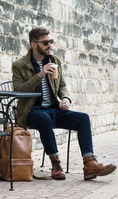 Men's Fall Outfit: Layer simple pieces for a great Fall look. Men Looks, Stylish Men, Men Casual, Casual Fall, Mens Casual Boots, Man Style Casual, Smart Casual, Casual Wear, Look Man