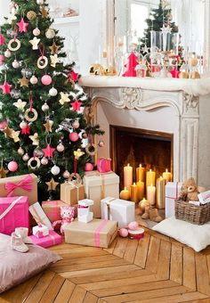 Gold and pink Christmas tree and mantel Christmas decor @pattonmelo