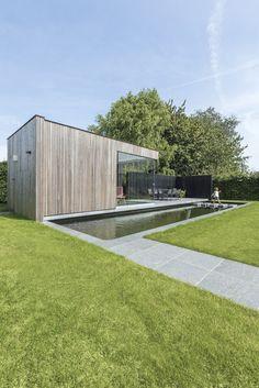 Project Staelens Afgewerkt met een houten verticale gevelbekleding van HOTwood essen en Black oak